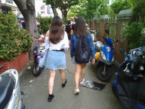 台湾の9月の服装-女性のミニスカート