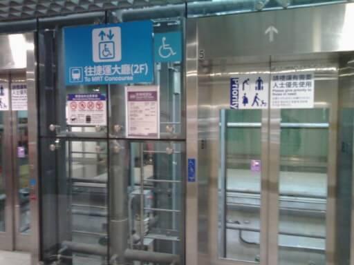 高鐵桃園駅のエレベーター