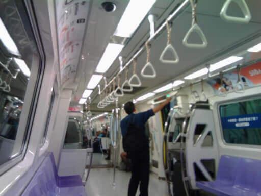 桃園MRTの列車内の雰囲気